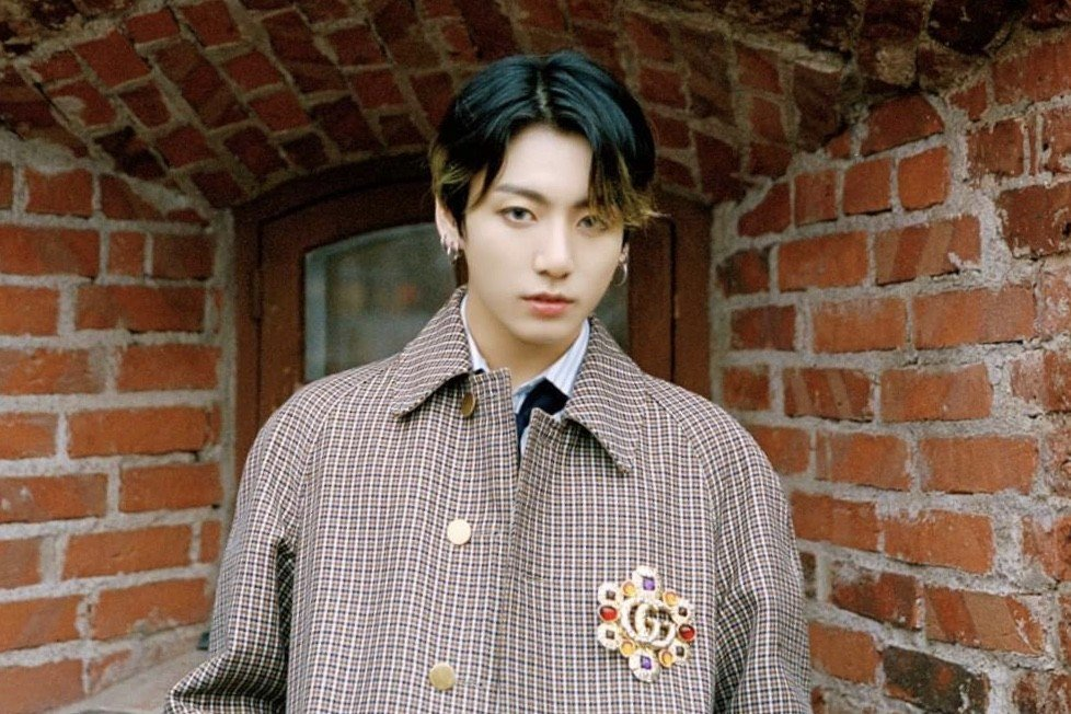 BTS Jungkook makes headlines, stunning media with his ...