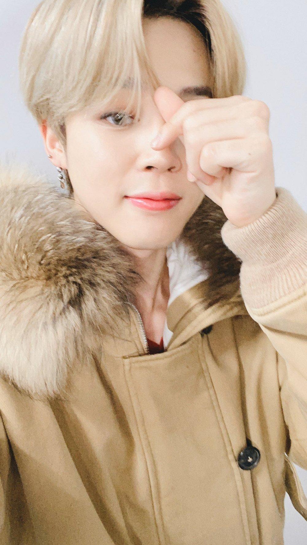 #우리아미상받았네: BTS Jimin expressed his gratitude to fans after BTS won Digital Music Daesang in Golden Disk Award. | allkpop