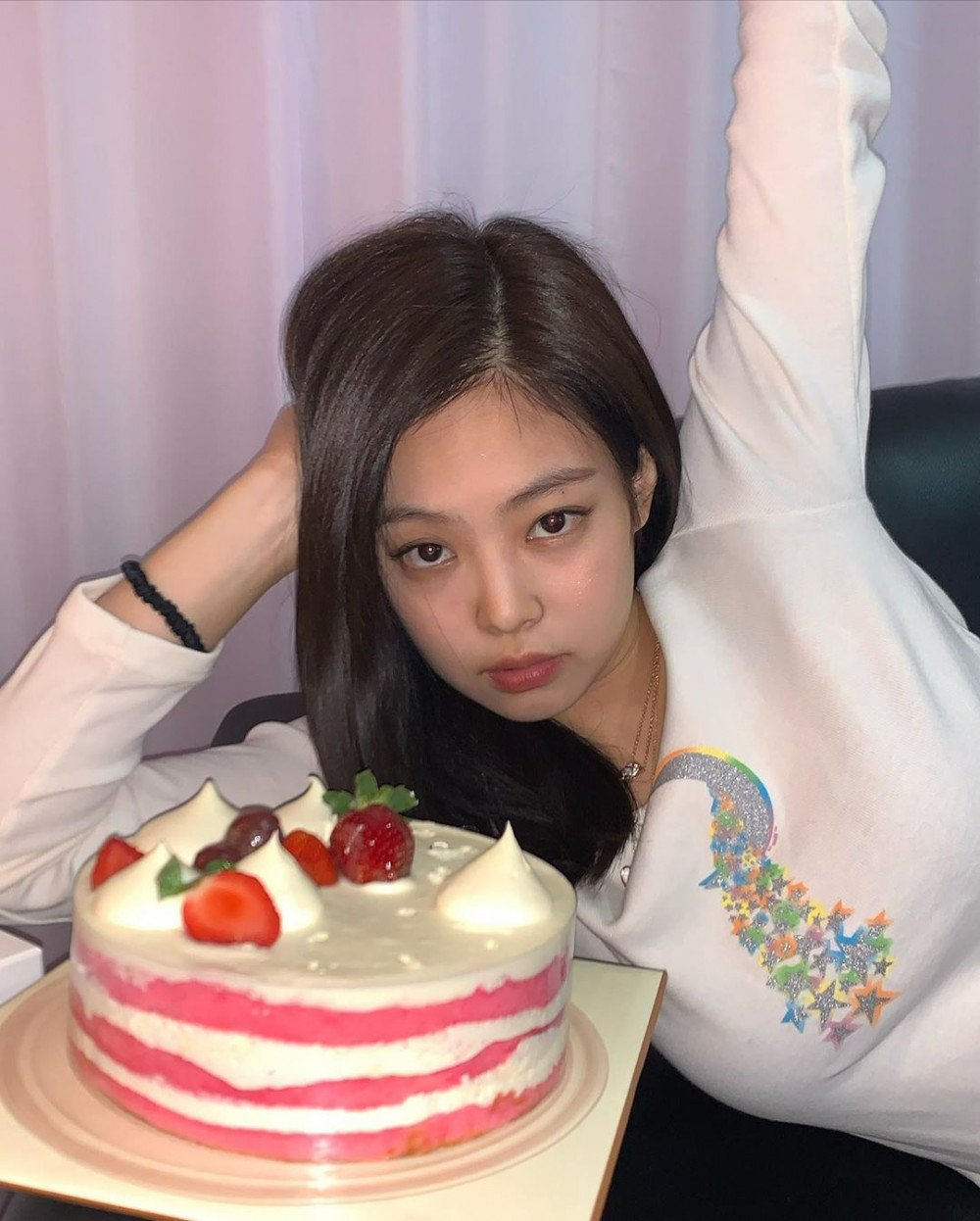 Admirable Blackpinks Jennie Celebrates Her Birthday Cake Angeljennieday Personalised Birthday Cards Paralily Jamesorg