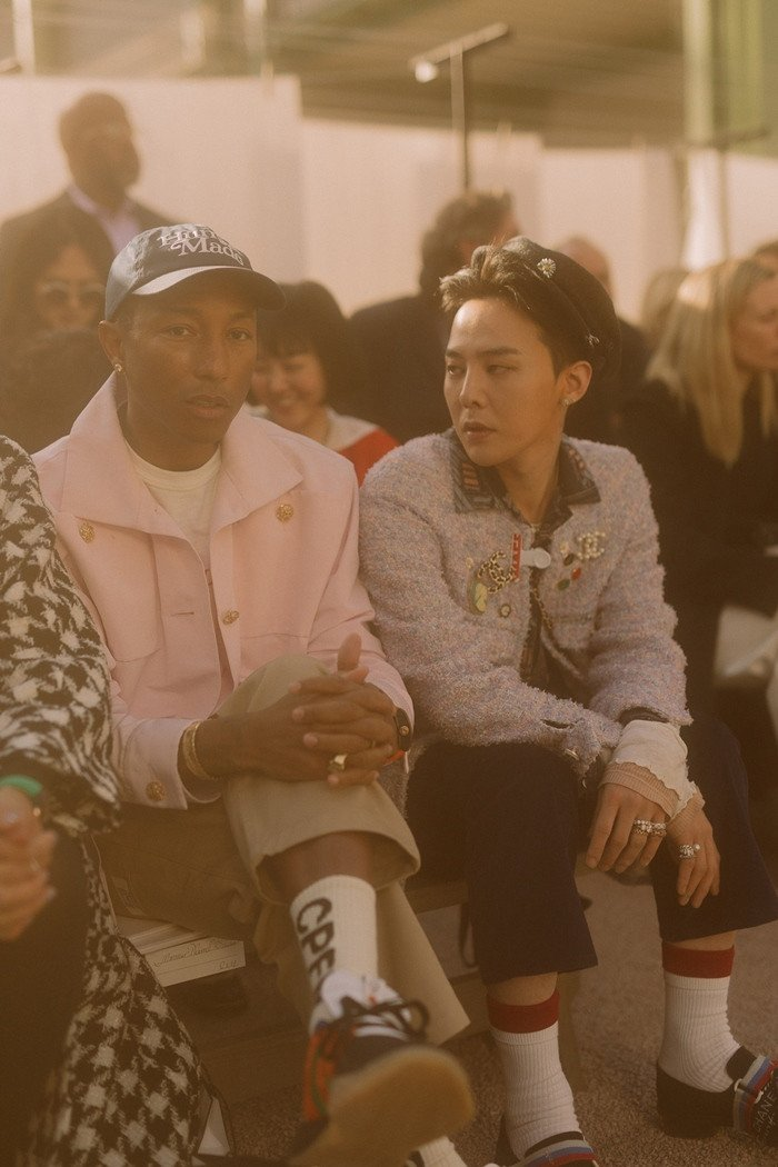 G-Dragon looks elegant at Chanel fashion show in Paris, spotted with Pharell | allkpop