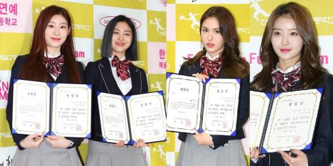 GWSN, Jeon So Mi, ITZY, Chaeryeong, Ryujin, Lee Eui Woong, Saturday