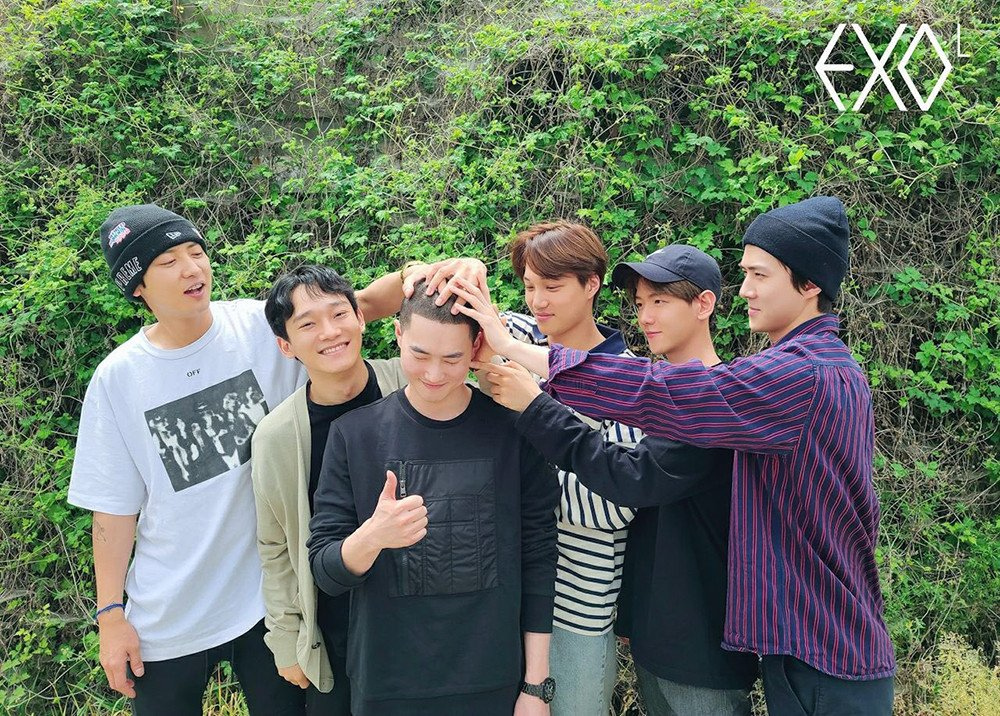 EXO send off leader Suho together as he enlists for his mandatory ...