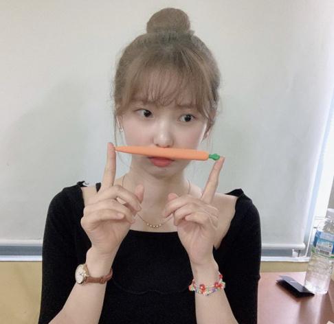 CLC, Sorn, Seunghee, Yujin, Seungyeon, Eunbin, Elkie, Yeeun