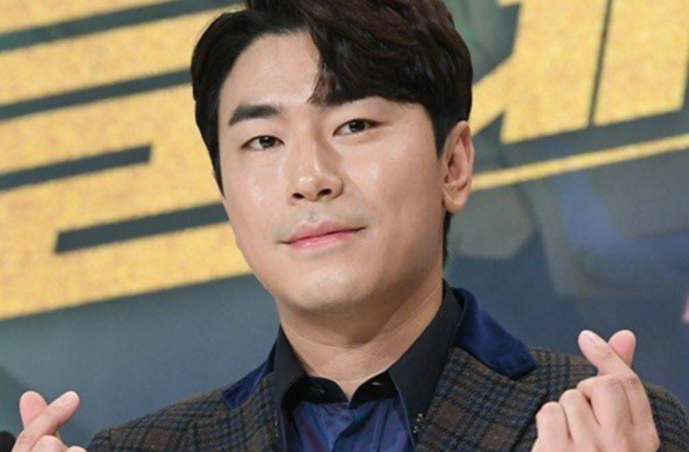 Lee Si Uhn