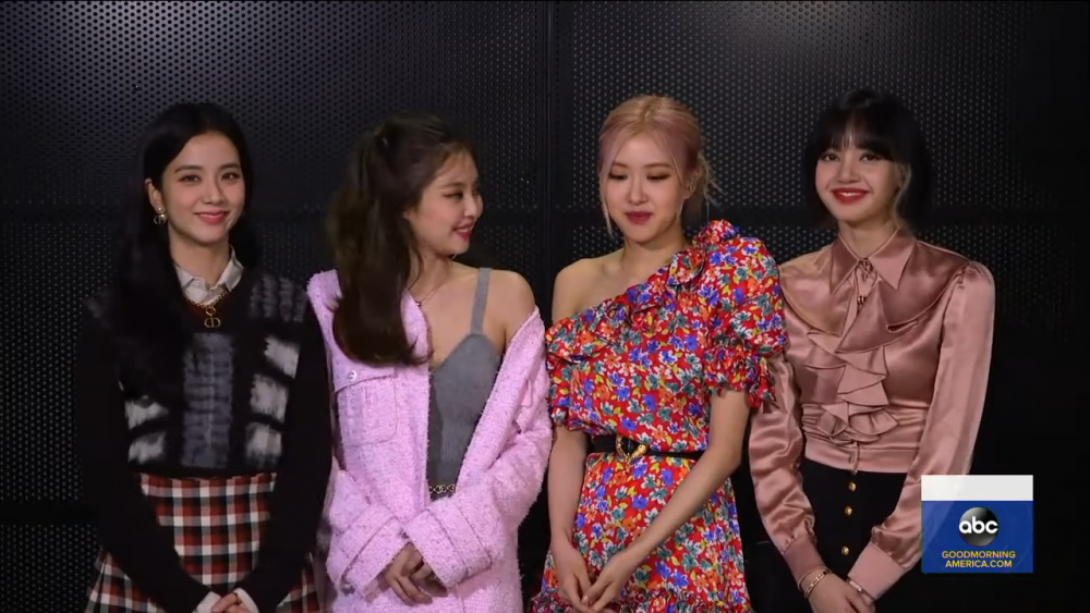 #BLACKPINK's Rose and Jennie encourage Lisa to speak more in an interview