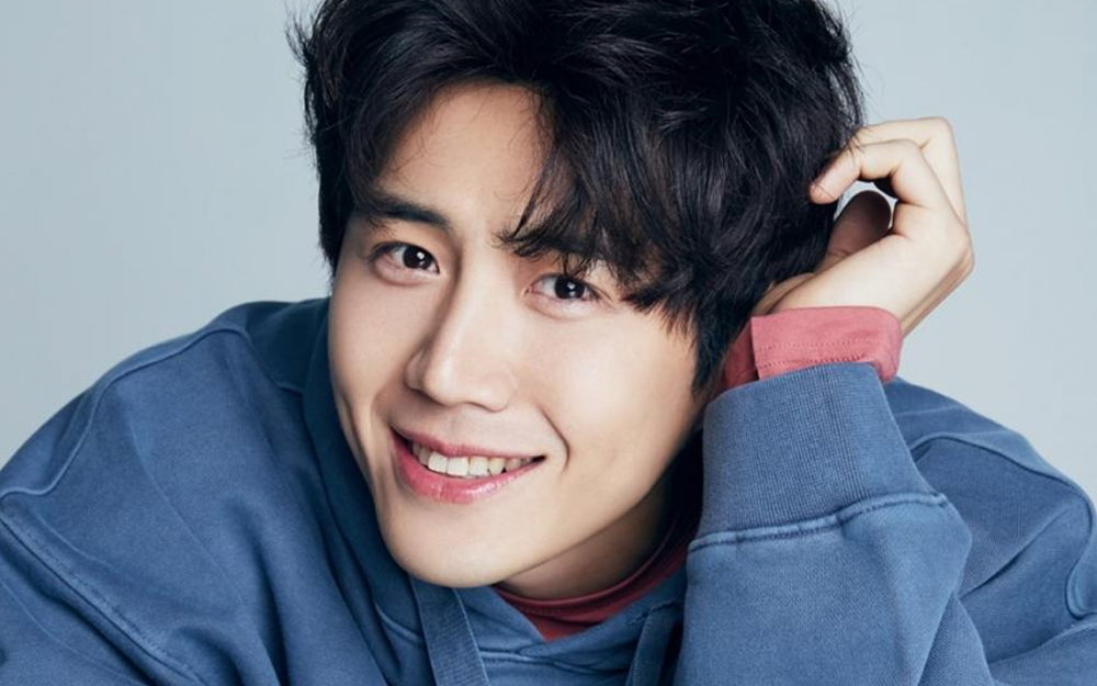 From Screen to Pages: Kim Seon Ho Proves His Versatility