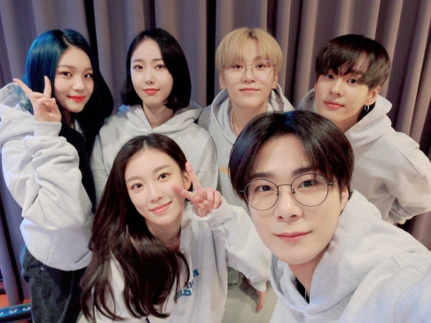Moonbin, GFriend (Girlfriend), SinB, Umji, Ungjae, Seungkwan, The Ark