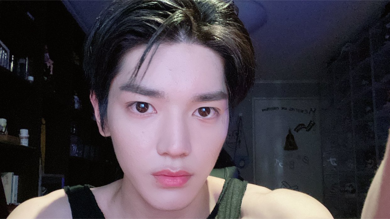 A visibly shaken NCT's Taeyong reveals his painful experience of being bullied by schoolmates during middle school