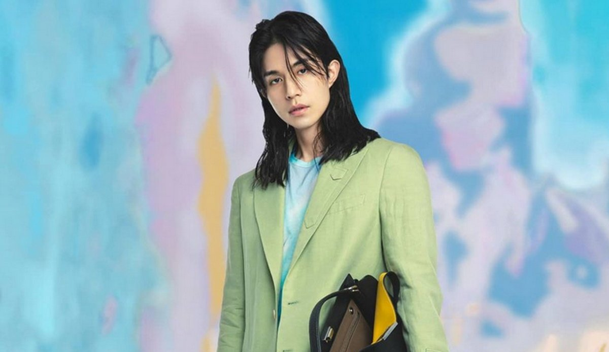 Lee Dong Wook surprises fans with feminine look for Fendi | allkpop