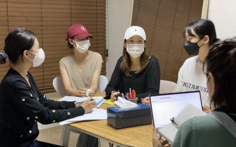 April, Yena, Naeun, Chaewon, Jinsol
