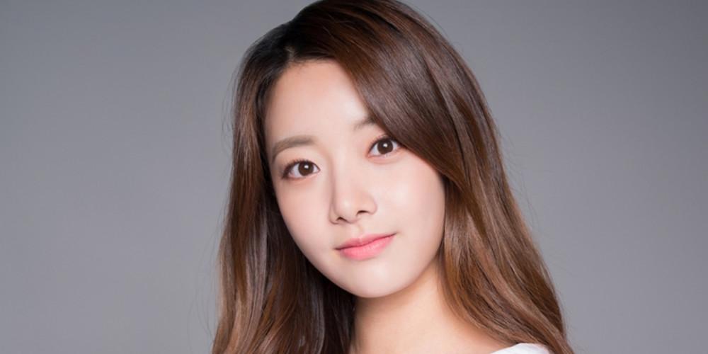April, Hyunjoo