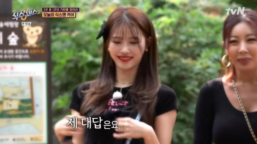 Lovelyz member Mi Joo gets nervous after EXOs Kai appears