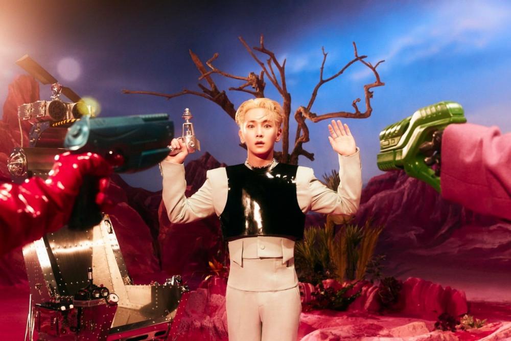 SHINee Key's solo mini-album 'Bad Love' ranks #1 on iTune's 'Top Album'  charts in 32 different regions | allkpop